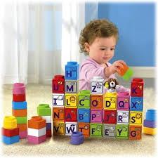 Xin cho biết những vật dụng trong nhà có thể thích hợp làm đồ chơi cho bé?