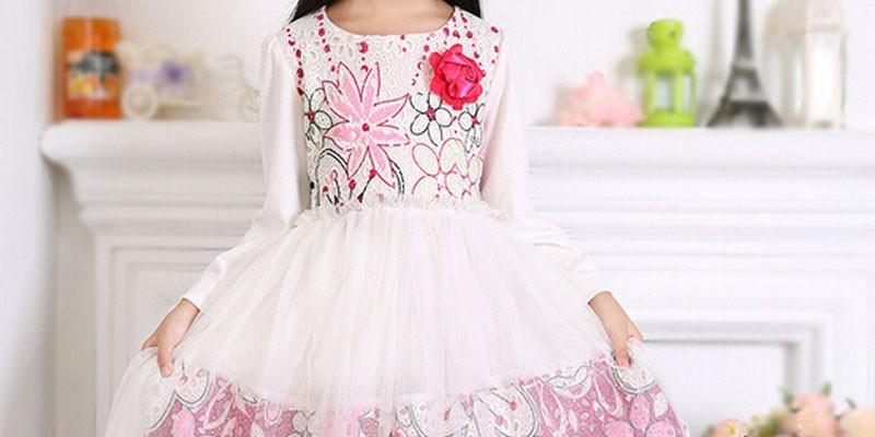 Chọn váy cho bé khi hè tới